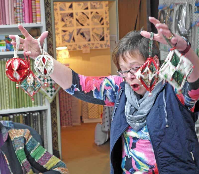 Rose-Decoration-Weihnachtsschmuck-Doris