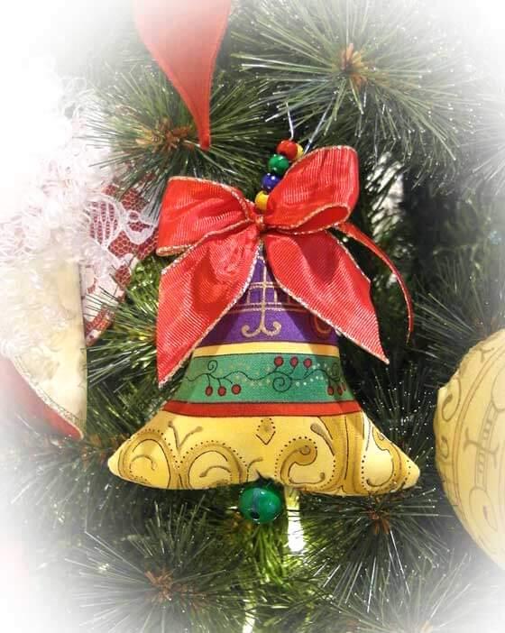 Weihnachtsbaumanhanger In Form Eines Glockchens Nahen Rose