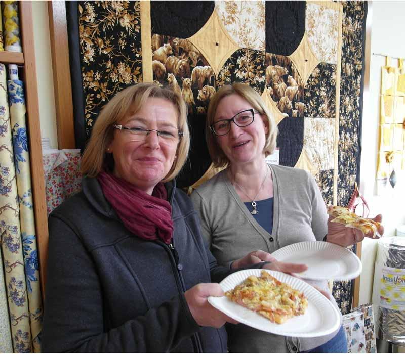 Herzkissen-N-hen-Rose-Decoration-Karin-und-ihre-Schwester